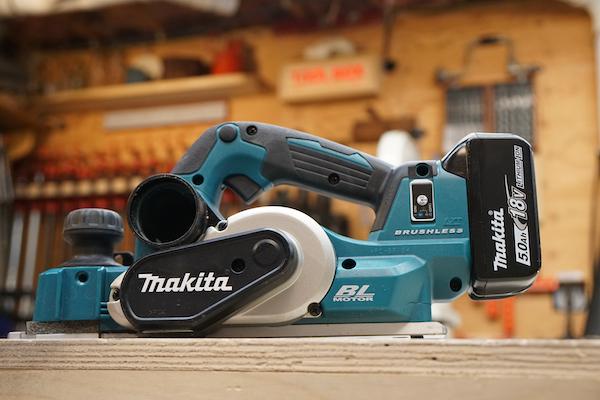 Обзор аккумуляторного рубанка Makita XPK02Z
